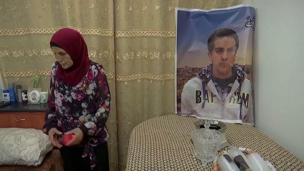 """Rana, madre de Iyad al-Halaq, el palestino autista muerto a tiros por un oficial israelí exige justicia para su hijo. """"No era difícil ver que mi hijo estaba discapacitado. Todos podían ver eso"""", aseguró. Al-Halaq estaba en camino a su trabajo como voluntario en una escuela de necesidades especiales antes de que la policía lo quisiera detener por sospechar que portaba un arma."""