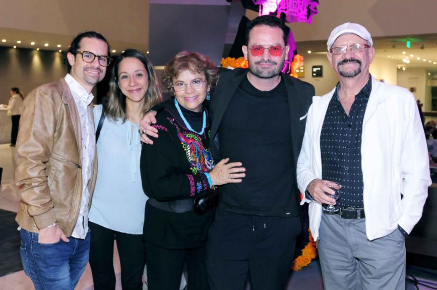 Antonio Amare y Andrea Bracho con Deyanira, Ricardo y Jorge Amare