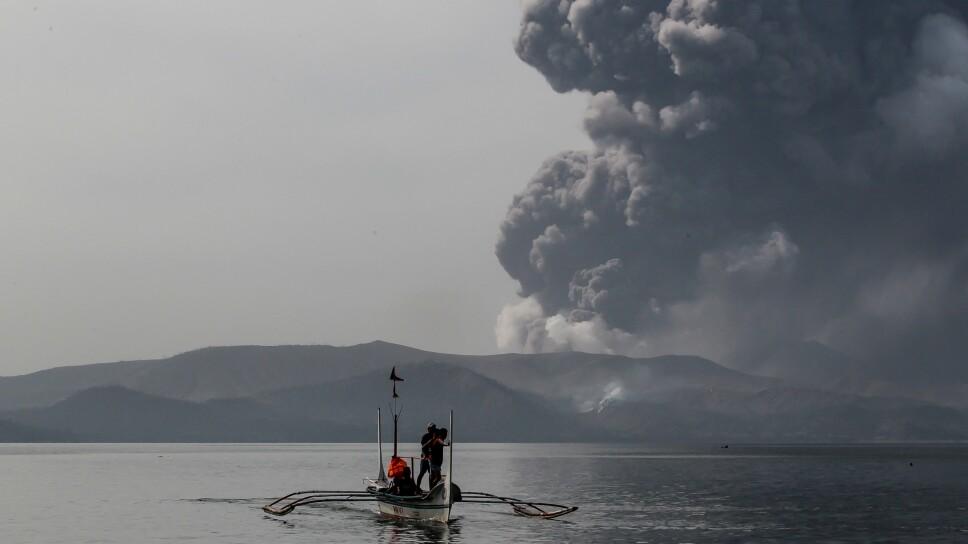Mantienen nivel de alerta 4 en Filipinas por volcán Taal