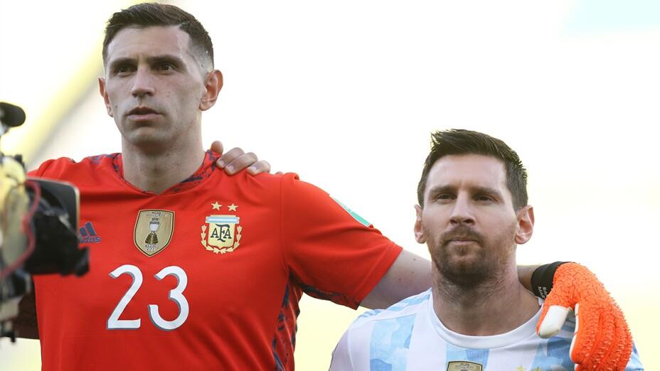 Emiliano Martínez y Messi