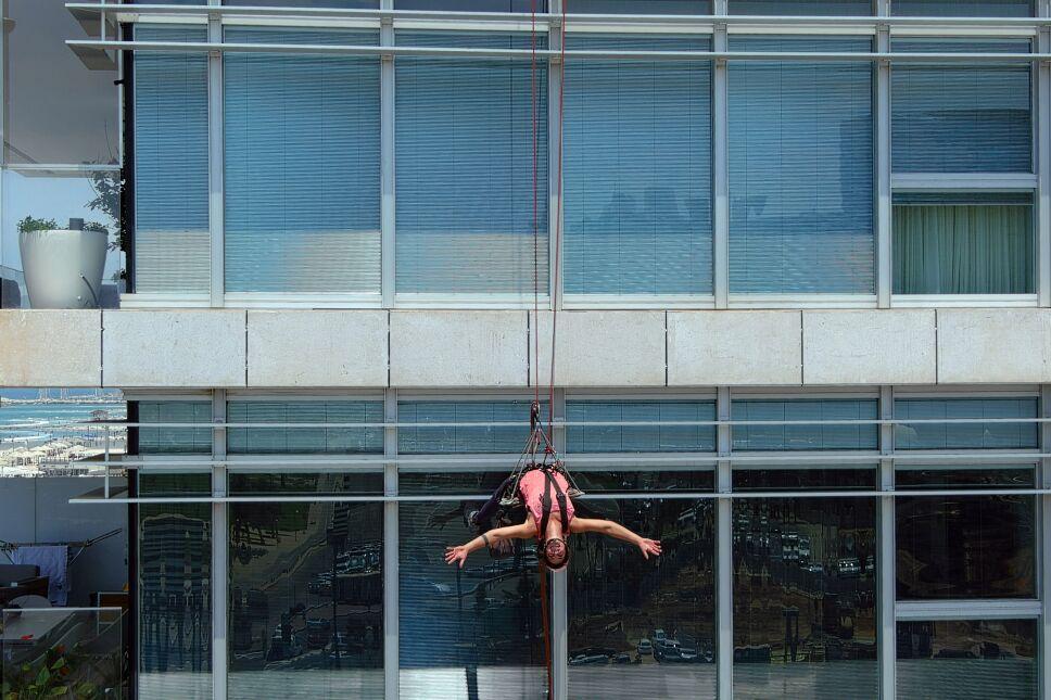Squeegee Selfies: A TikTok star rises on Tel Aviv towers