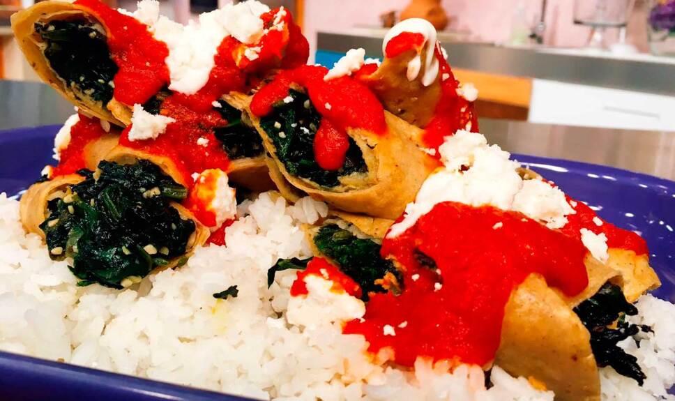 Receta Tacos de espinaca en caldillo de tomate