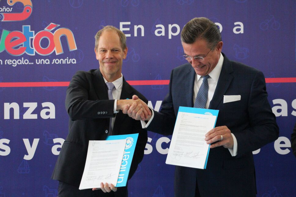 Jorge Garralda firma alianza con UNICEF