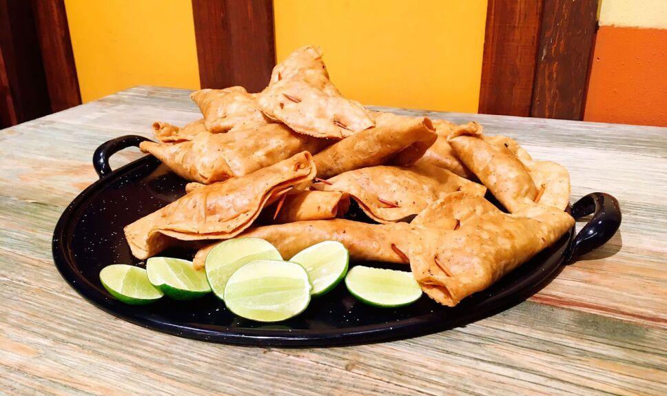 Receta Cerdo adobado con pescadillas Cocineros Mexicanos