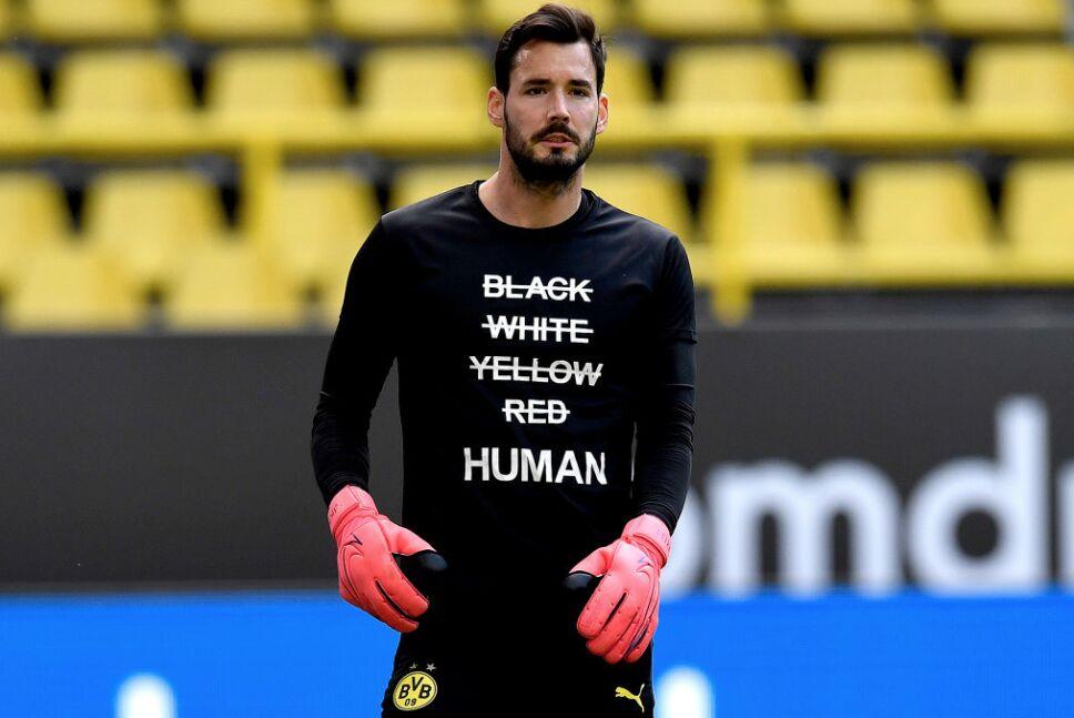 El Borussia Dortmund se manifestó en contra del racismo.