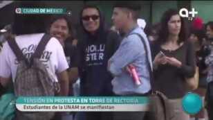 Encapuchados prenden fuego y vandalizan Rectoría en UNAM.