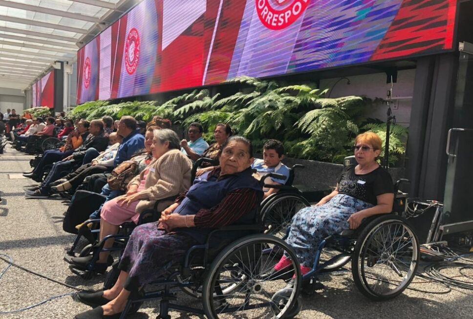 Entrega de sillas de ruedas 2