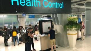 Un control sanitario en la sección de llegadas del aeropuerto internacional Suvarnabhumi de Bangkok, Tailandia, el 19 de enero de 2020