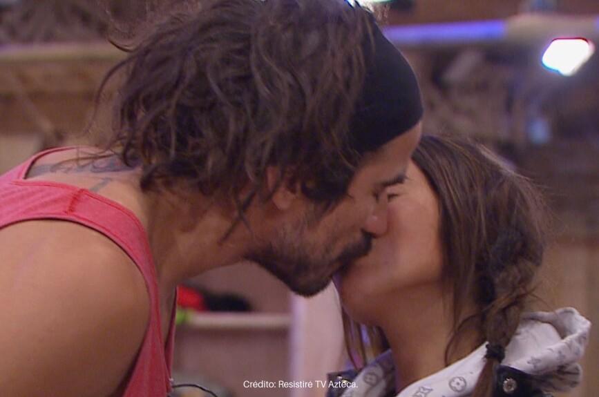Mane y Sebas se besaron a cambio de unas bebidas.
