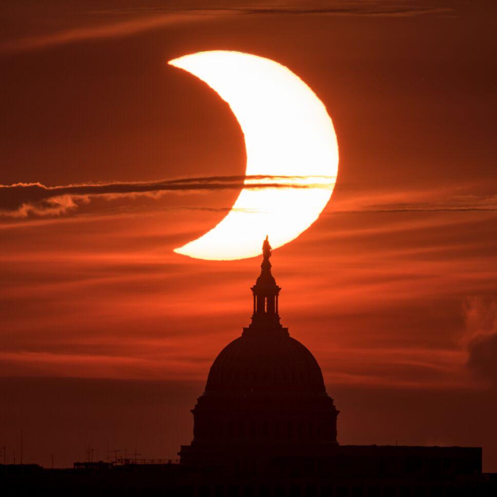 Eclipse solar parcial sobre el Capitolio de Estados Unidos