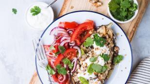 Berenjena con quinoa y salsa de nuez