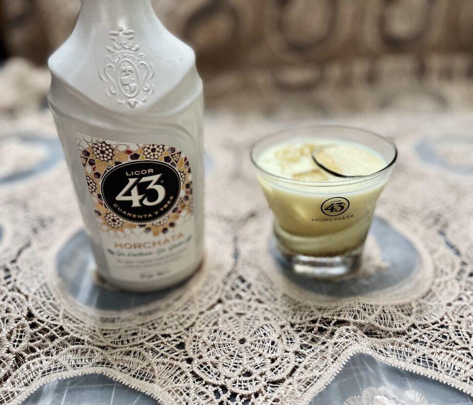 coctel con licor 43 horchata