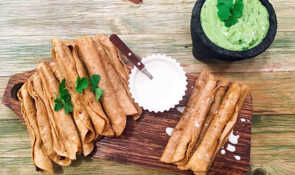 Receta Flautas de barbacoa Cocineros Mexicanos