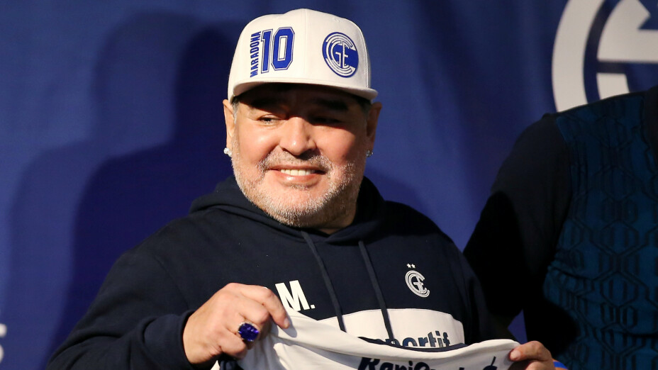 Maradona vuelve al trabajo como DT de Gimnasia por videollamada