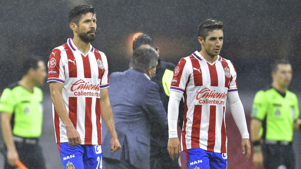 Oribe Peralta en el partido entre América vs Guadalajara