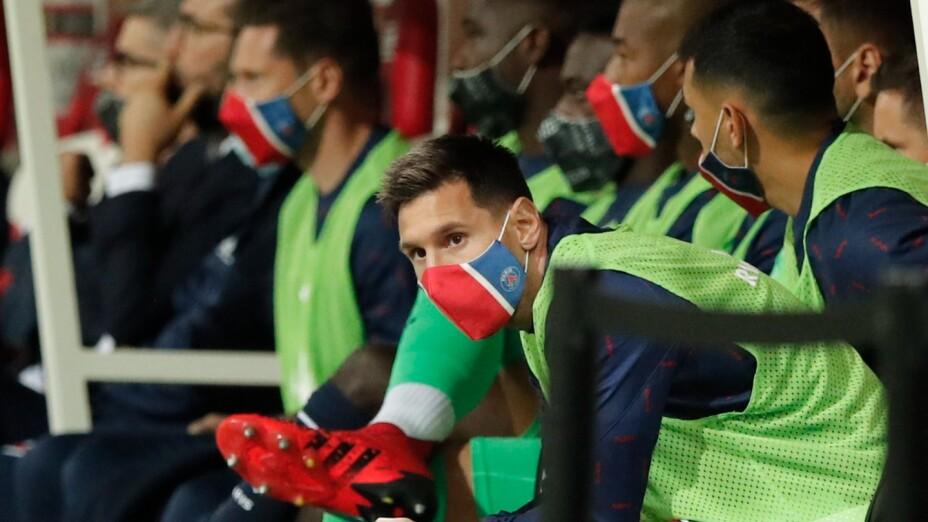 Messi en la banca con el PSG