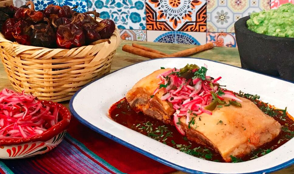 Receta Pancita de cerdo frita en caldillo de chile mulato