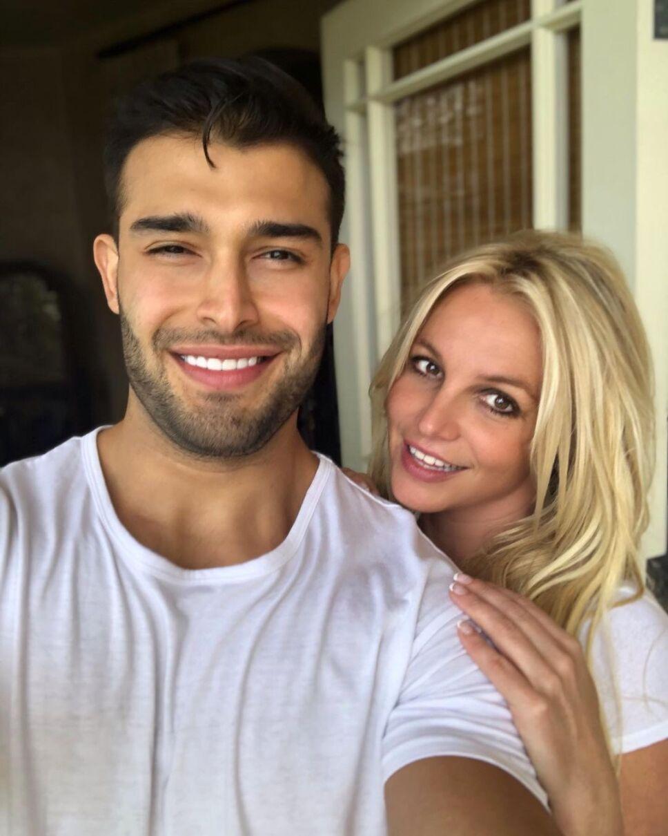 "Sam Asghari, novio de Britney Spears, llama ""idiota"" al padre de la cantante"