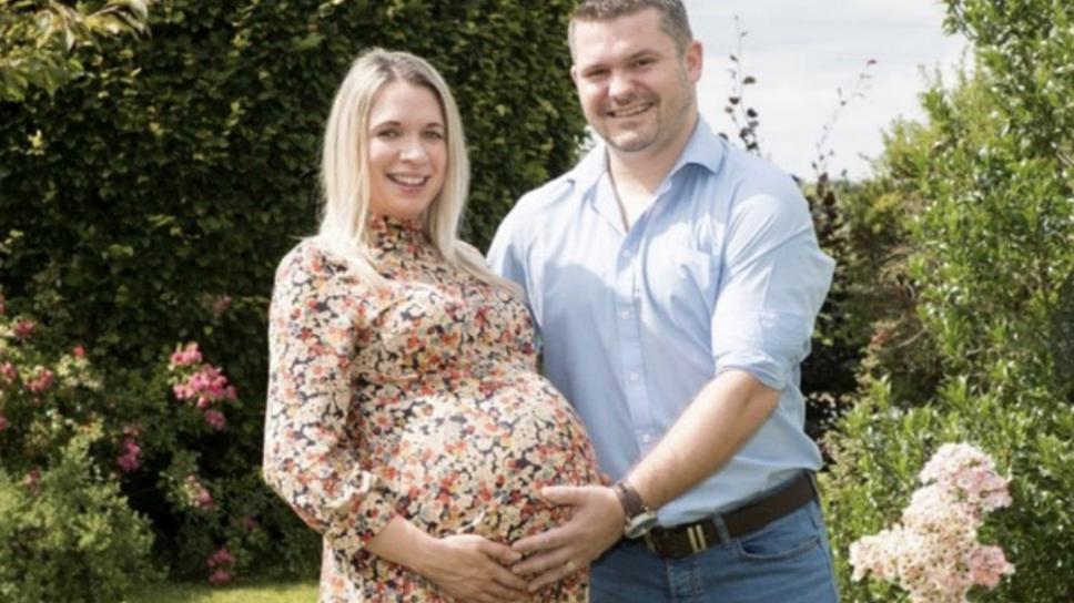 mujer se embaraza de trillizos