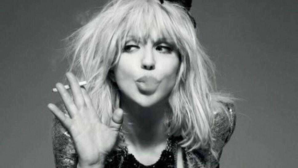 Foto: Especial/ Courtney Love mandando beso
