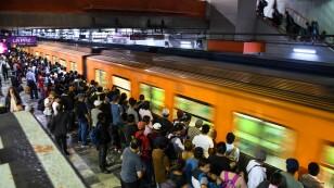 Baja afluencia en Metro, pero aún viajan miles