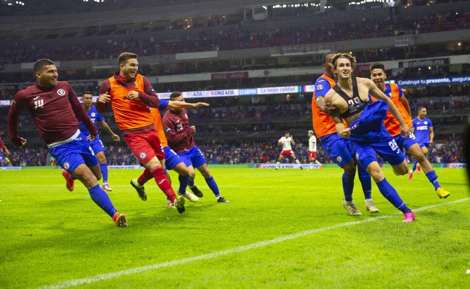 Cruz Azul festeja gol de Giménez