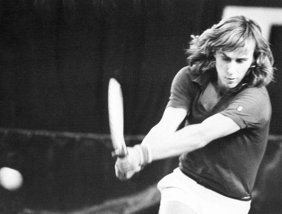 Retirado en 1984, logró ganar tres veces consecutivas el Wimbledon-Roland Garros.