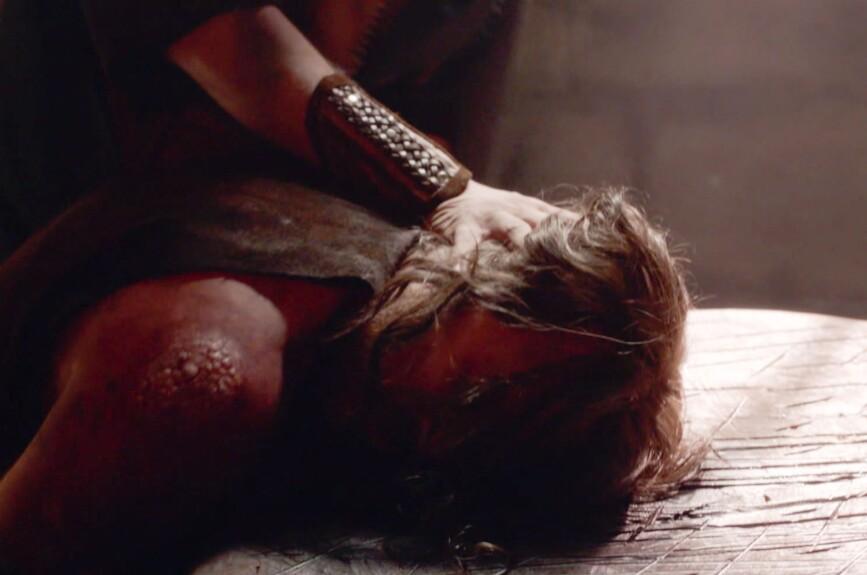 La Reina Herodías le pide a Salomé la cabeza de Juan el Bautista a cambio de salvar a su amado Yahir.