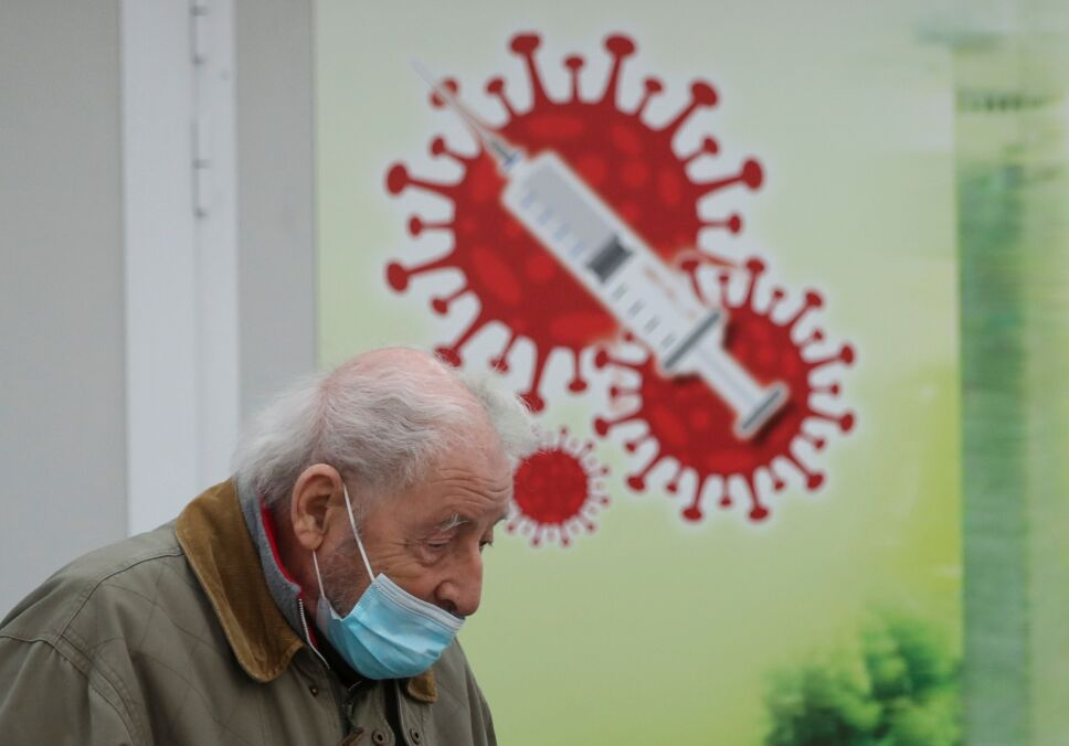 Efectos secundarios de la vacuna contra la COVID-19 desaparecen generalmente a las pocas horas o días.