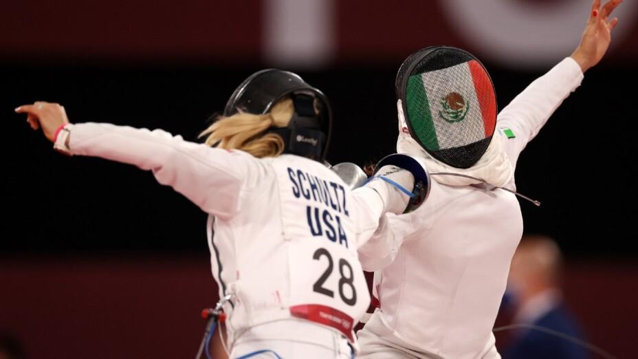 Mariana Arceo compite en Esgrima