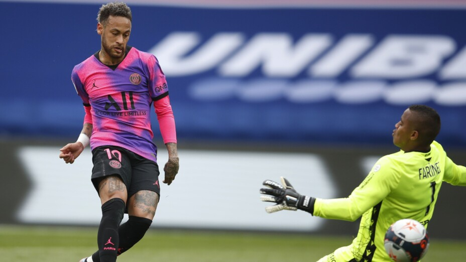 Neymar anota ante Lens