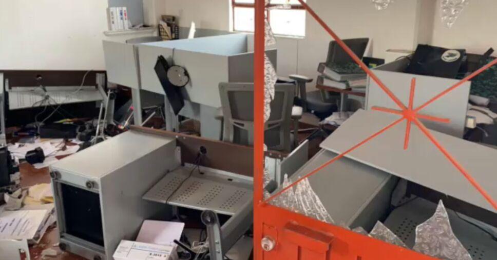 Comuneros causan destrozos al interior de ayuntamiento de Quiroga.png