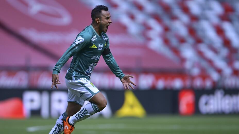 Luis Montes mete el segundo gol