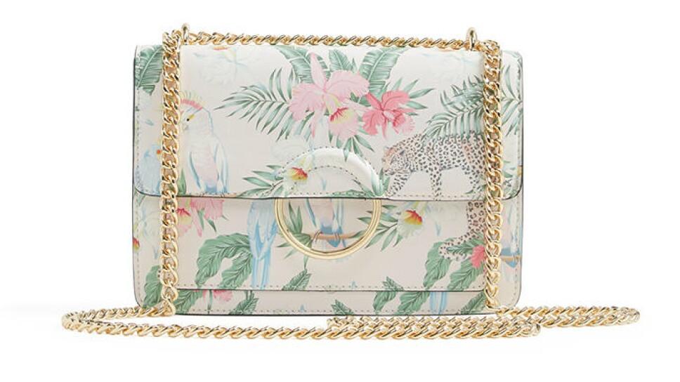 Bolso blanco con estampado de flores / Foto: Cortesía