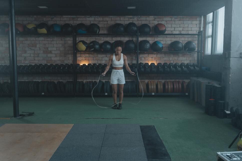 Por qué saltar la cuerda te ayuda a bajar de peso