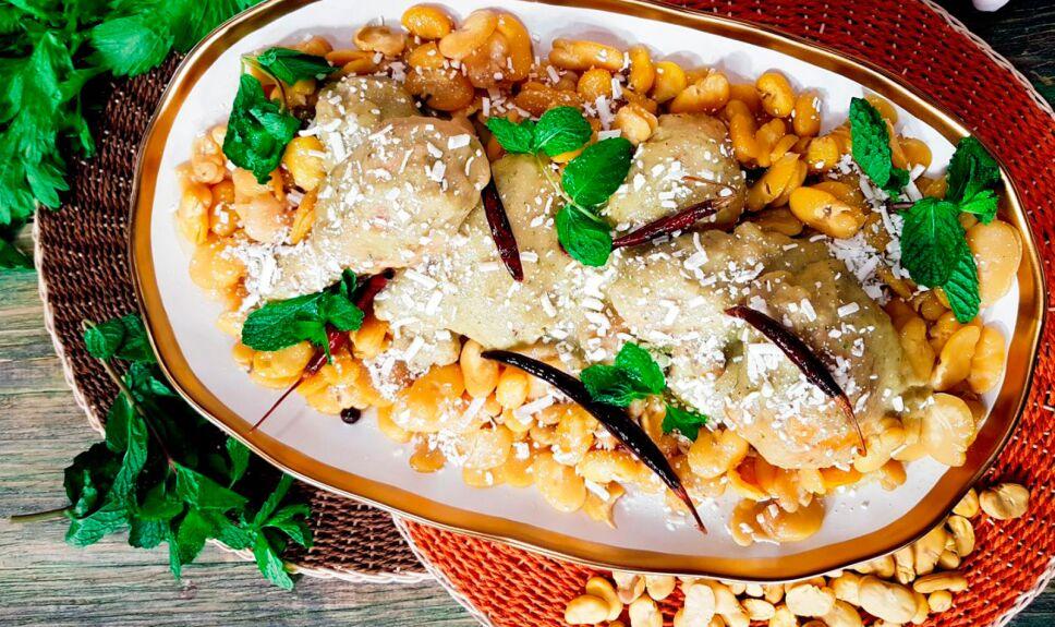 Pierna y muslo de pollo con habas y chiles