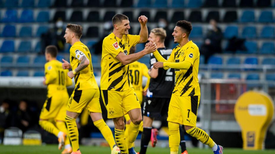 Dortmund celebra gol de Sancho