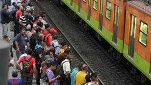 Usuarios del Metro omiten uso de la sana distancia