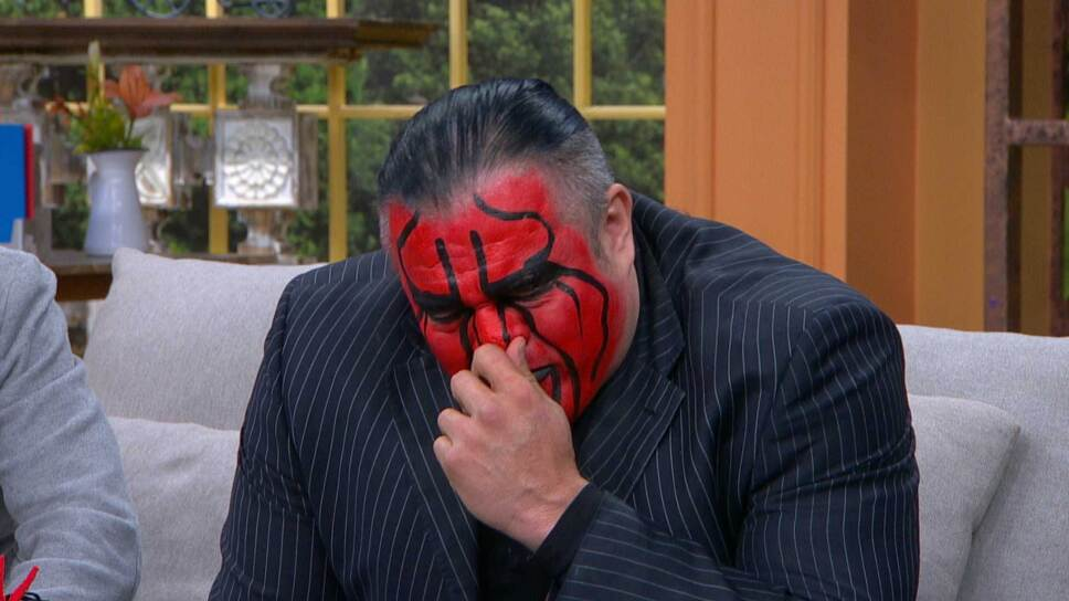 'Chessman' olvida la rivalidad en el ring y rompe en llanto al hablar sobre la muerte de 'La Parka', su gran amigo.