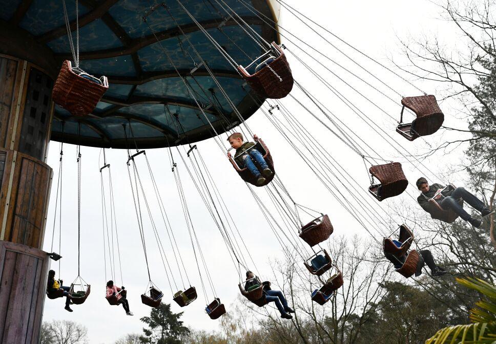 Reabren parque de diversiones en Holanda