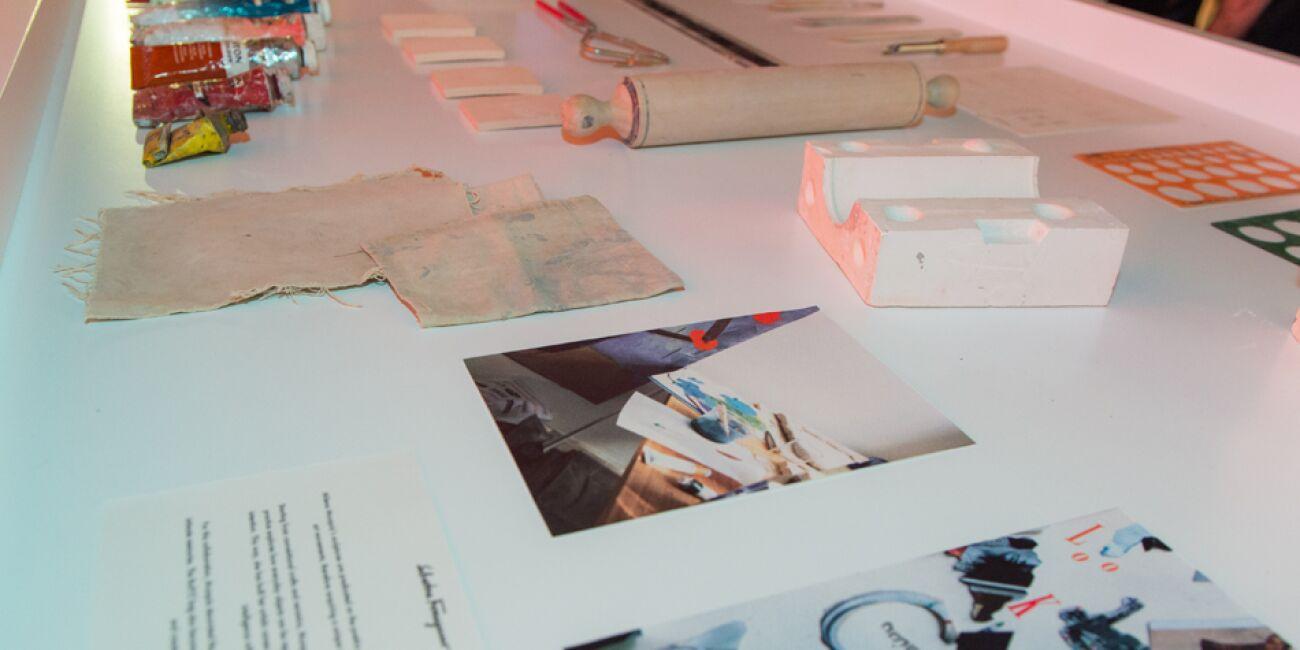 Como parte de la presentación se montó una exposición de materiales y bocetos de la bolsa