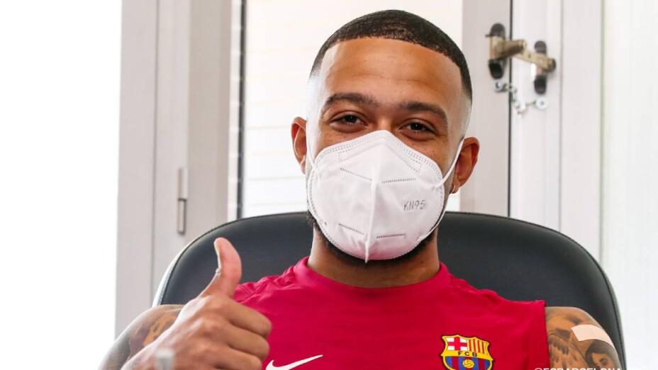 Memphis Depay  con el uniforme del Barcelona