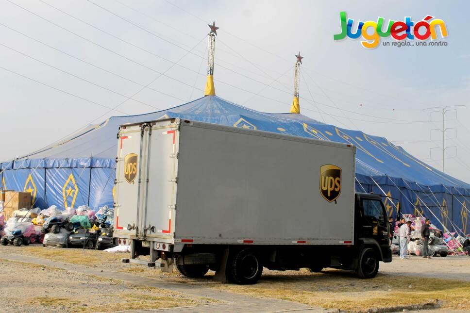 Camión UPS apoyando al Juguetón