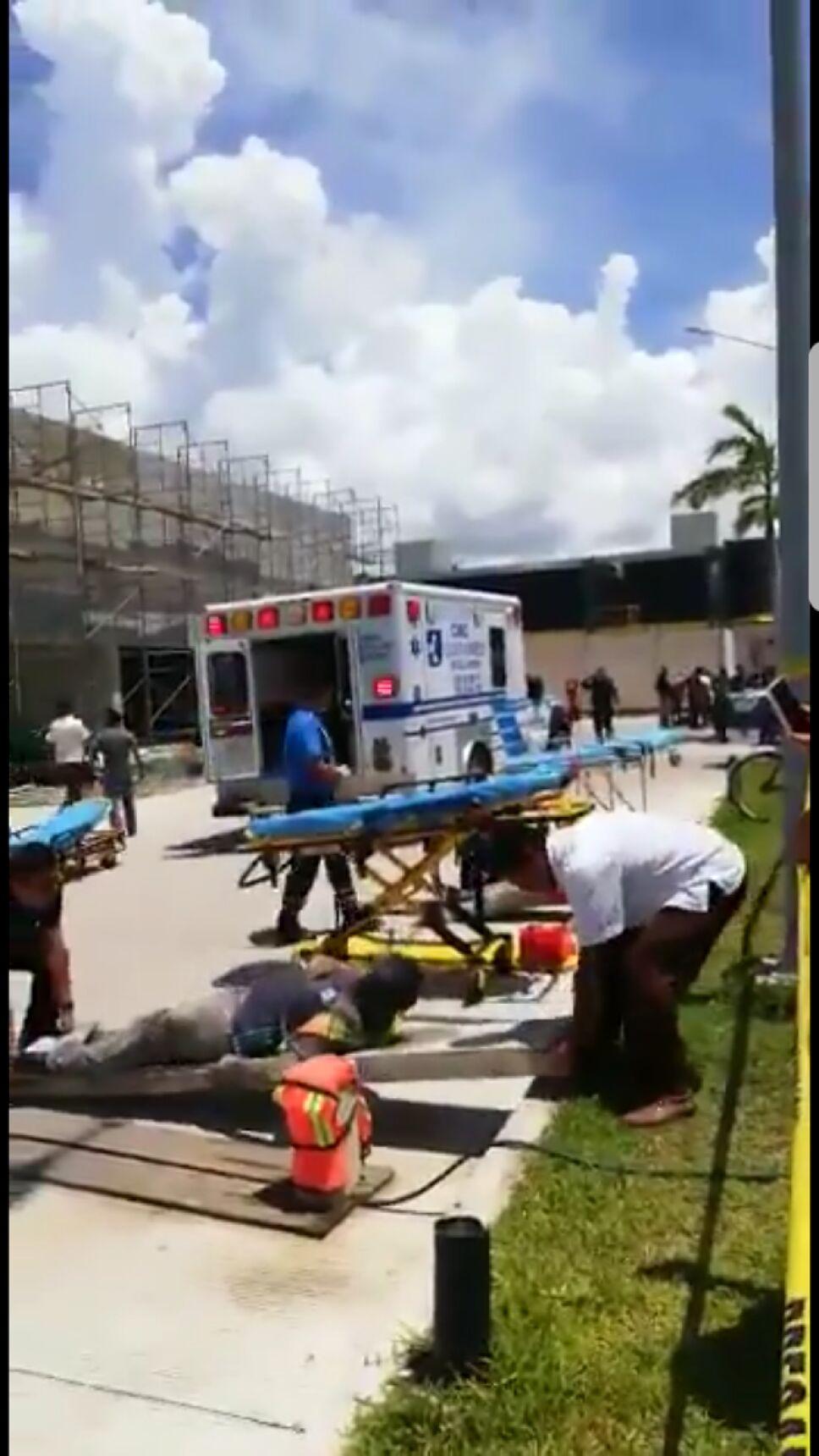 Derrumbe de construcción deja un muerto y 16 lesionados en QRoo