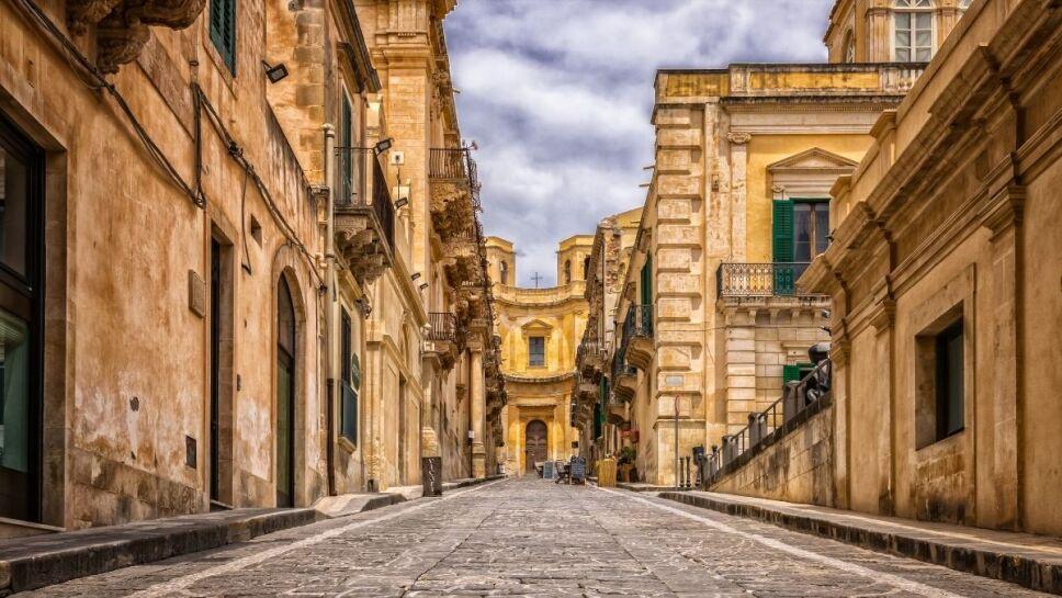 Italia ofrece comprar casas por un euro 2.jpg
