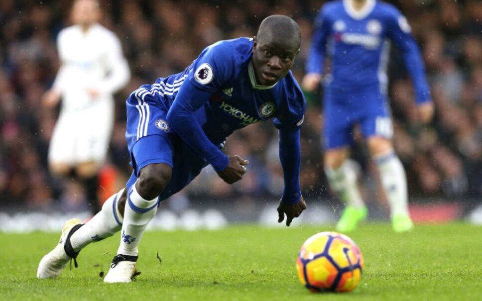 El jugador francés del Chelsea, N'Golo Kanté, de 26 años, fue otro mediocampista, al igual que Modric, en estar en los mejores diez.