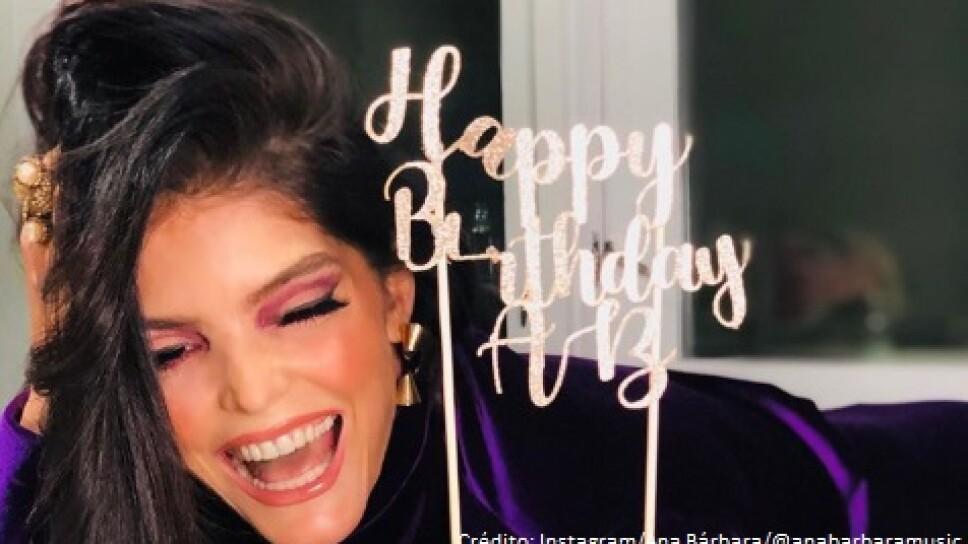 VIDEO: Ana Bárbara festejó su cumpleaños 49 en sensual vestido
