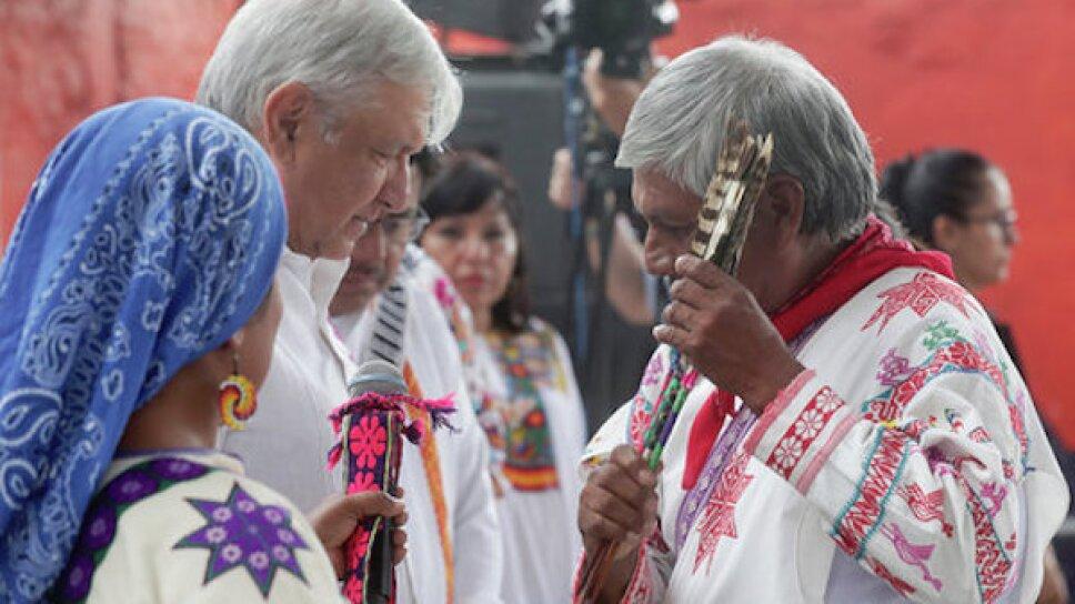 amlo indigenas.jpg
