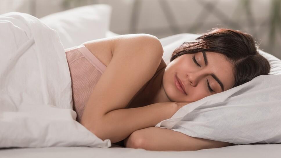 cosas-que-puedes-hacer-durante-el-dia-para-dormir-bien-en-la-noche.jpg