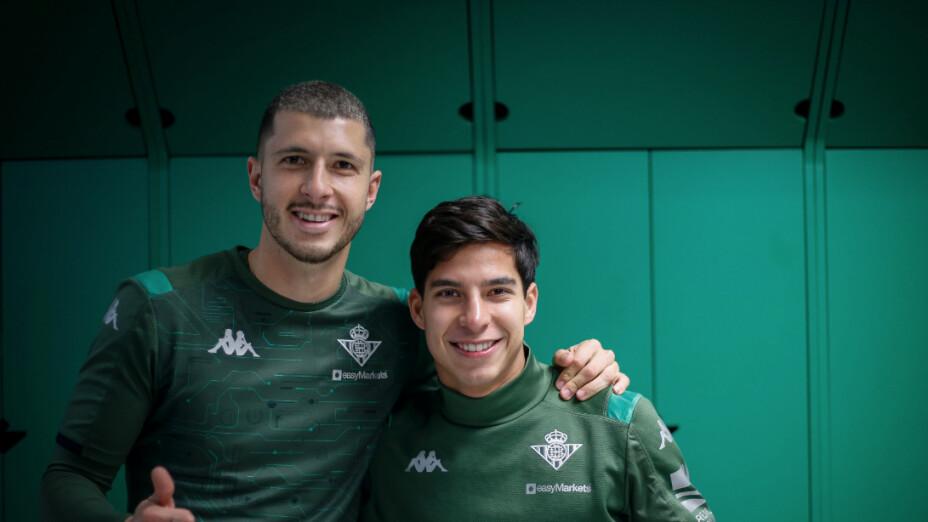 Guido Rodríguez y Diego Lainez